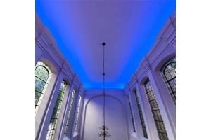 70 Meter LED-Striplights von cast schenken schlichtem Kirchenbau neuen Ausdruck