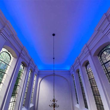 eventac Veranstaltungstechnik GmbH taucht Aachener Annakirche in farbiges Licht